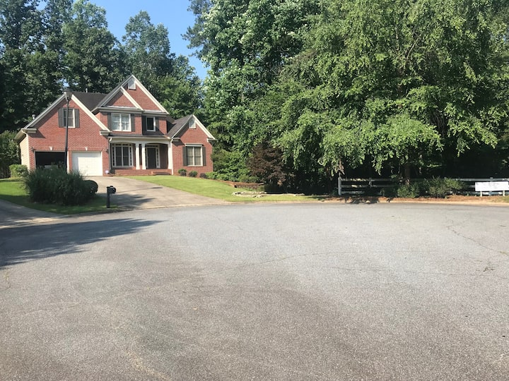 Single upstairs room in East Cobb