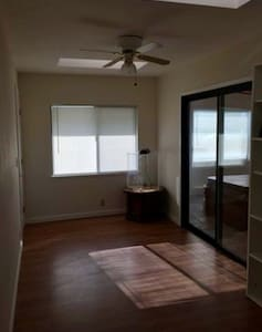 Cozy room with a full size bed! - Fresno