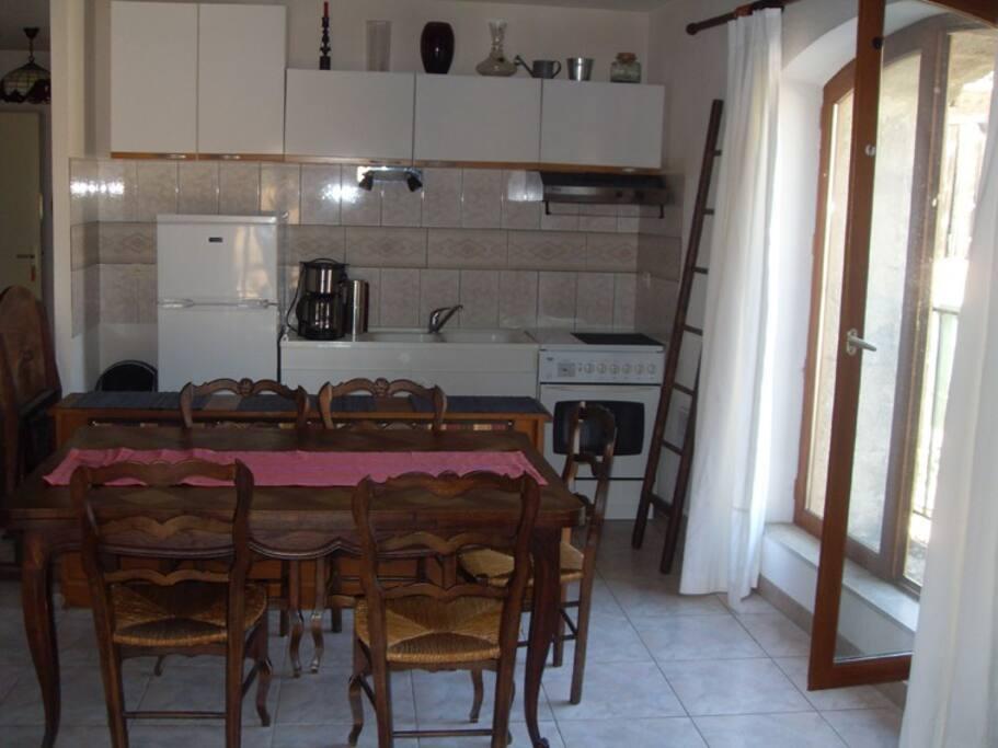 Côté cuisine du Loft du Mas des Fontaines à Montagnac