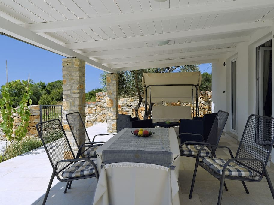 Covered terrace, perfect for morning coffee & evening wine