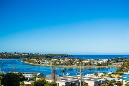 Ocean Views & Close Walk To Town - Merimbula - Apartamento