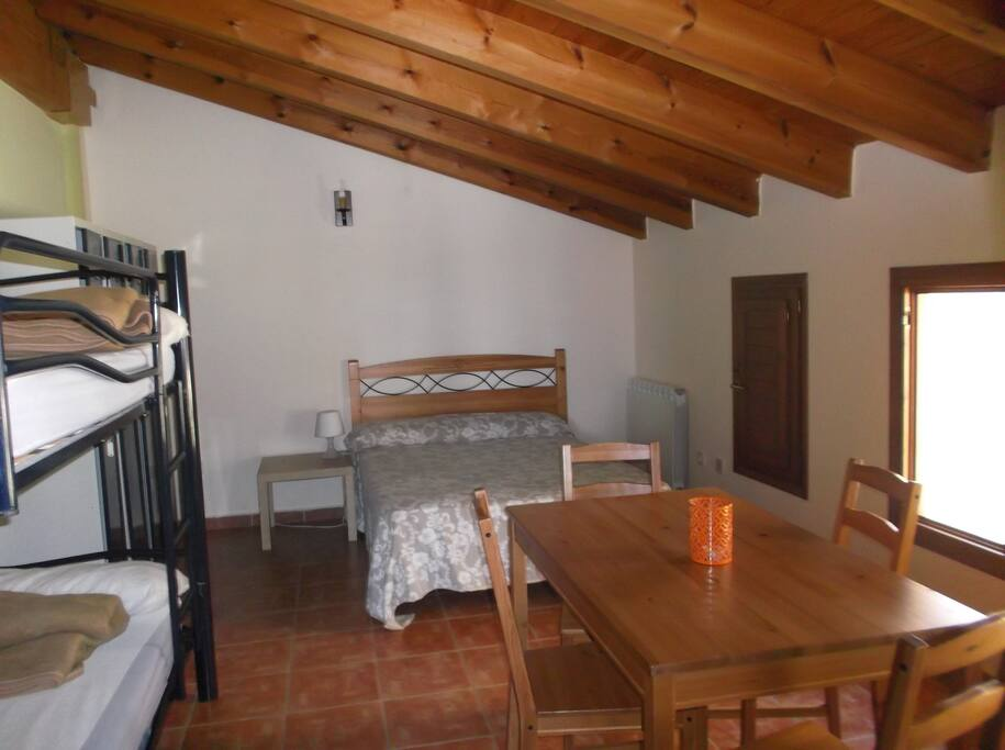 Habitacion familiar privada bed and breakfasts for rent for Habitacion ambiente familiar