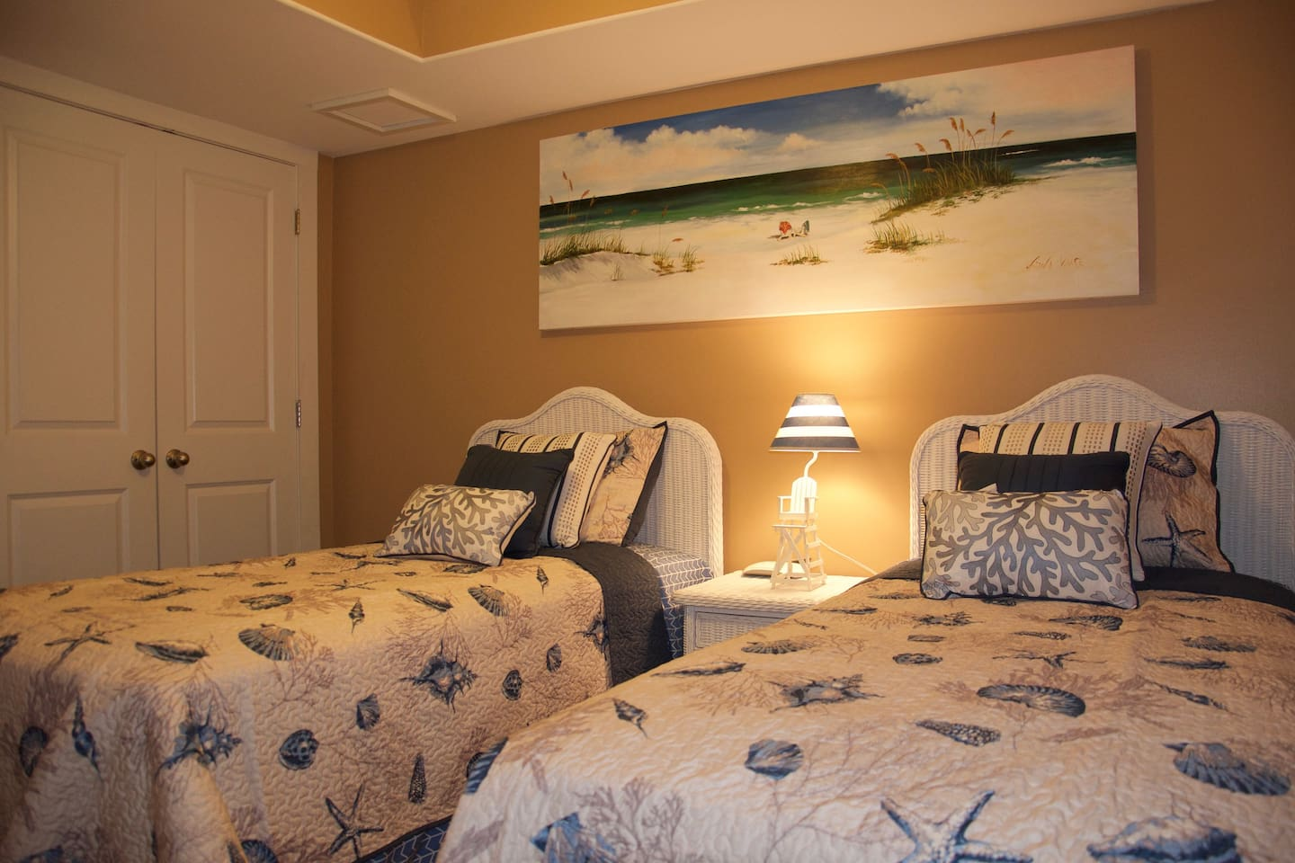 Second bedroom - 2 twin beds and large spacious closet.  Cable TV.