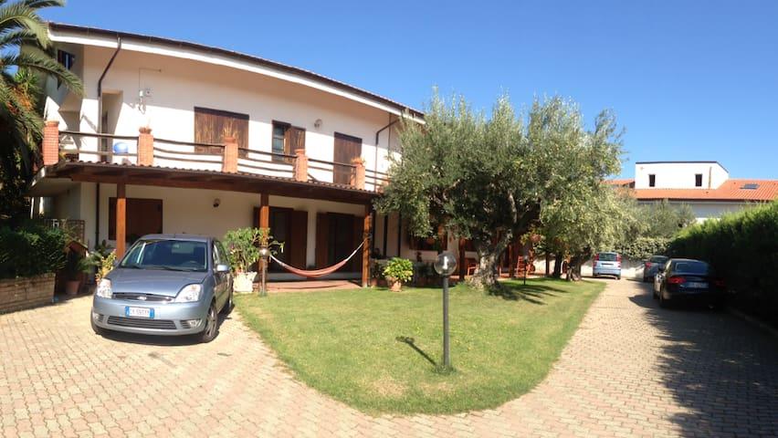 CAMERE SINGOLE E DOPPIE IN VILLA  - Rende - Villa