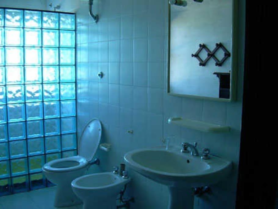 1 bagno con doccia