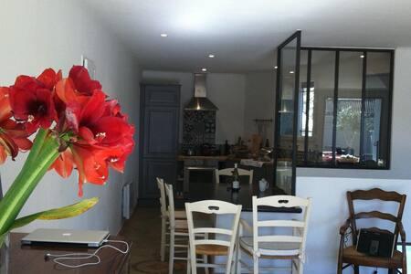 Luxurious apartment with terrace - Jonquières