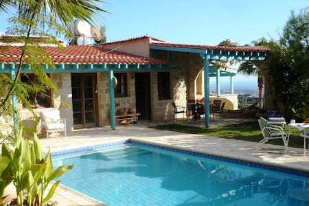 traditionelle Villa mit Privat-Pool - Tala