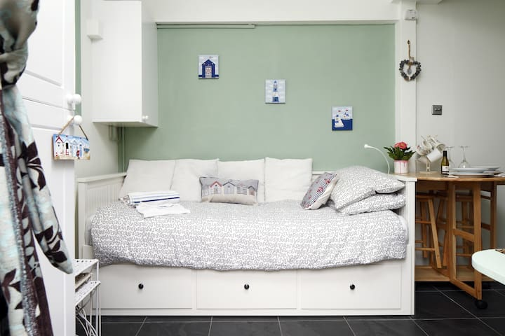 Cosy studio right by Hove seafront! - Hove