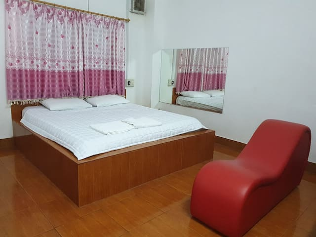 Perfect room for couples with mirror  and Tantra
