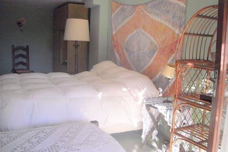 Habitación amplia U$S 380 por mes. - Montevideo