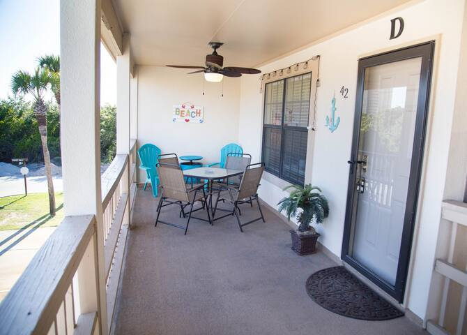 Very Cute, bright and airy. 1 bedroom condo with bunks.