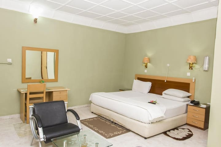 EEMJM HOTELS AND SUITES - Diplomatic Suite