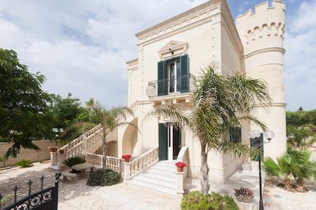Un castello a due passi dal mare! - Monacizzo-librari-truglione - Appartement