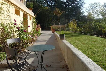 Bright and quiet rental in a garden - Saint-Étienne