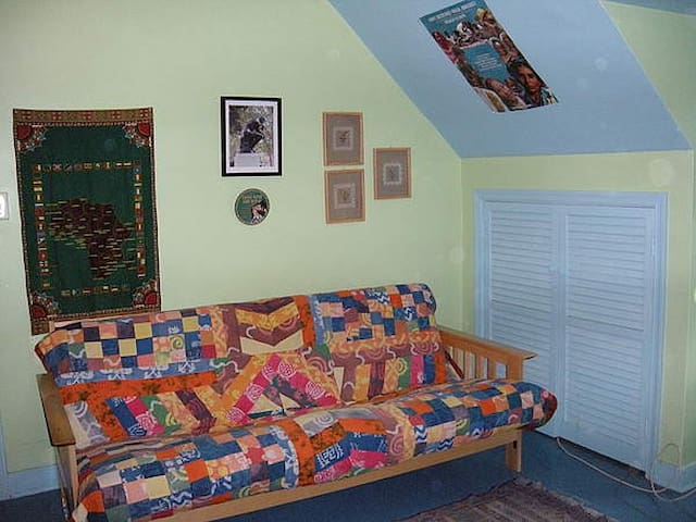 Cozy room w/all amenities and NO extra fees!