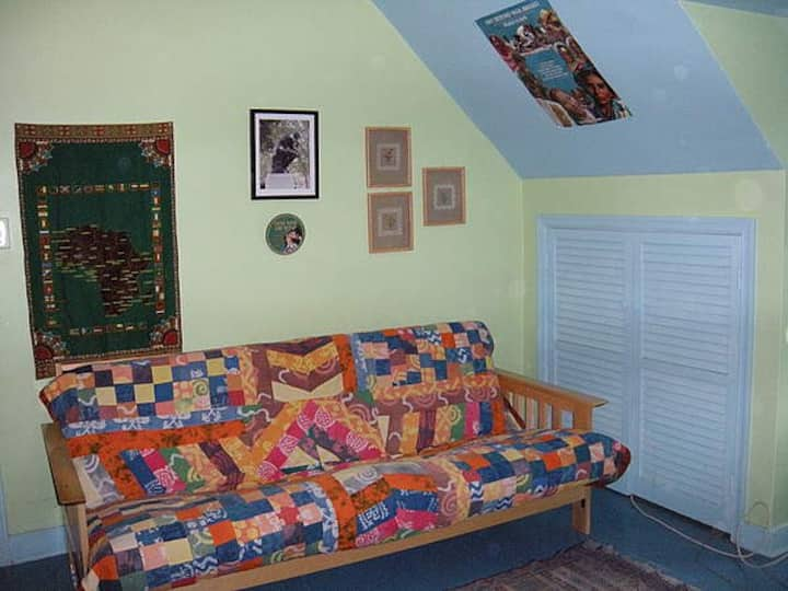 Cozy room w/private bath and NO extra fees!