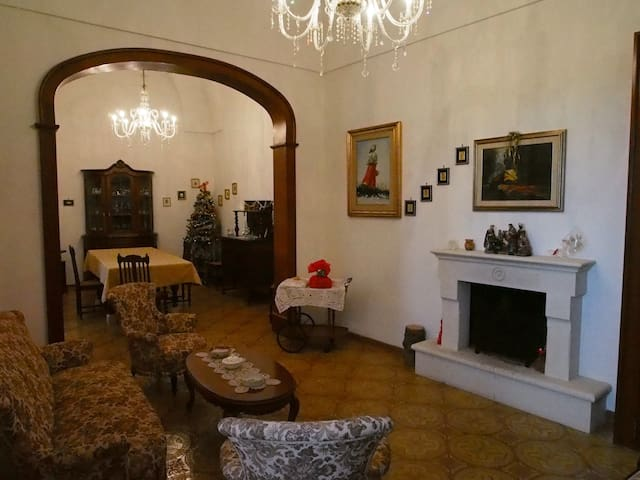 Beautiful hundred year old detached - Corigliano D'otranto - House