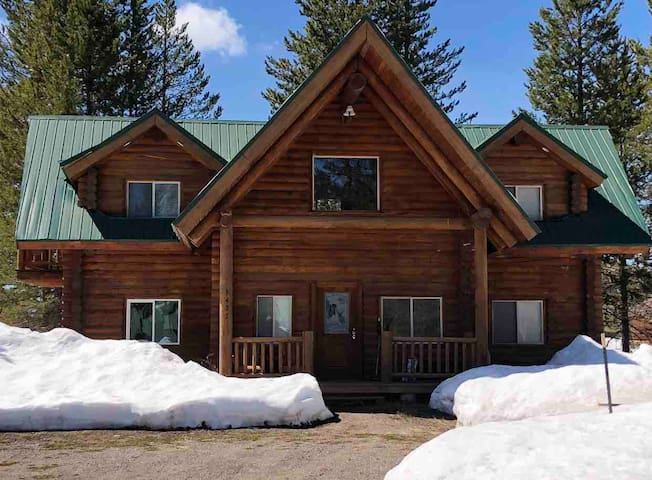 Cabin in Last Chance. Walking distance to River