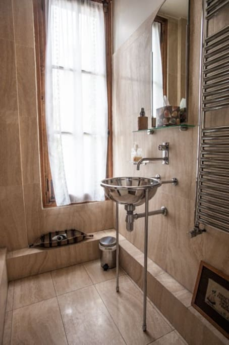 detail of guest bathroom