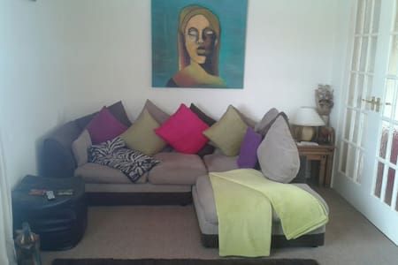 FLAT FOR 2-3 GUESTS £48 EACH PER PERSON PER NIGHT - Kirkintilloch - Wohnung