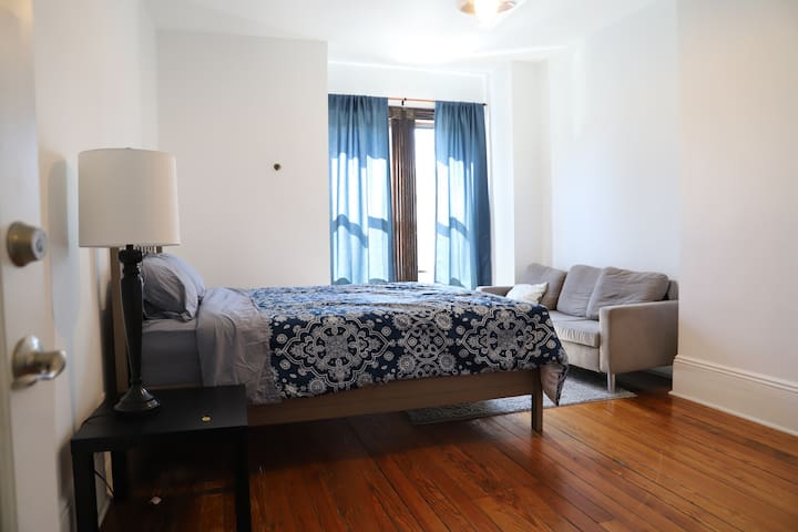 *Clean & Spacious Room* Walk to Liberty State Park