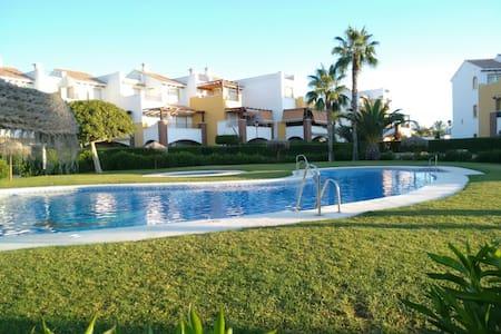 Apartamento con piscina primera linea de playa - Vera