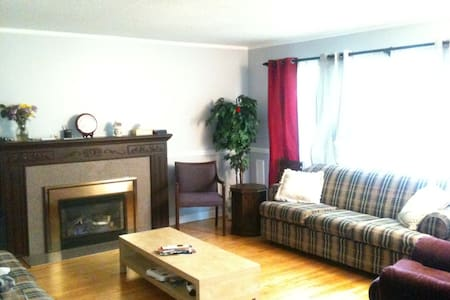 Private Room close to College / Buses - Ottawa