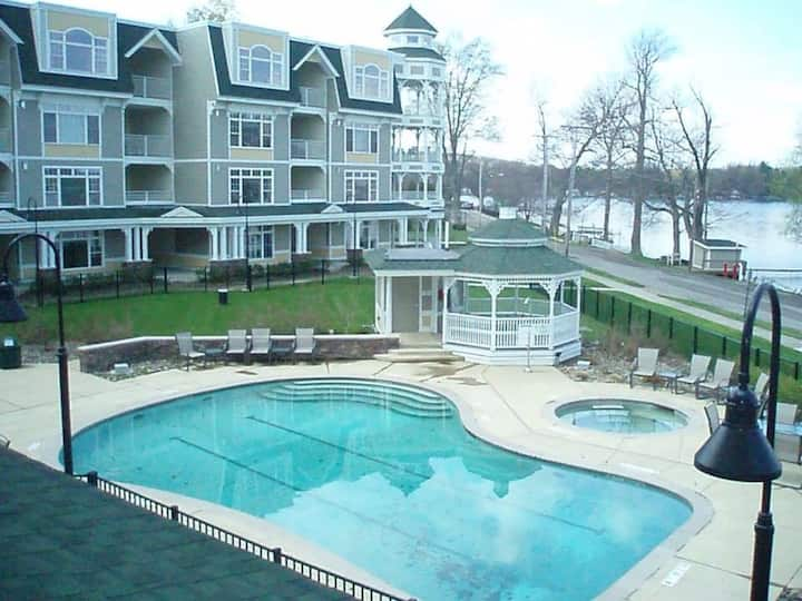 Bemus Point Upscale Lakeview Condo