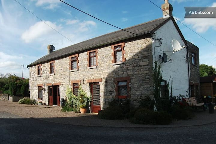 Bective Mill House B&B - Single  Room - (RM2) - Trim - Bed & Breakfast
