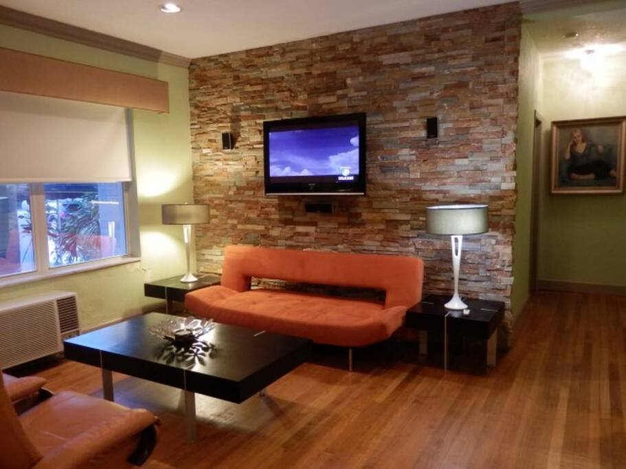 Very comfortable living room, w/ flat screen TV/dining room/bar and the kitchen fully equipped