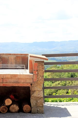 Barbecue with an amazing view over the valley
