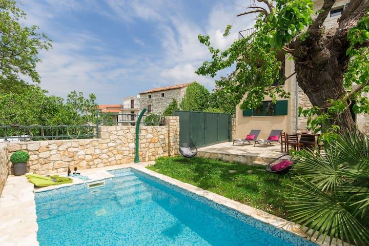 Villa Monspinosa with swimming pool