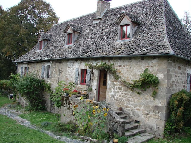 17th Century restored Farm house,  - Teyssieu - Bed & Breakfast