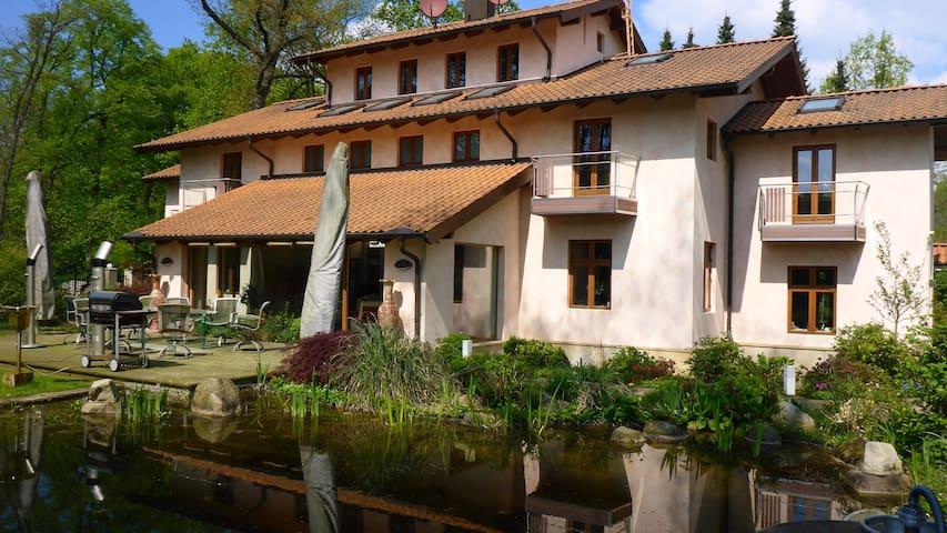 190 sqm Part Villa•sleeps 6•Hamburg - Hamburg - House