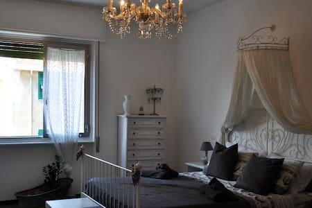 Camera doppia nel cuore di Savona, Gray Room - Savona