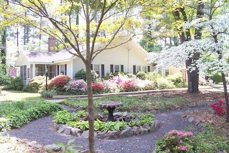 Arundel Garden Cottage-Historic District-HotTub! - Pinehurst - House