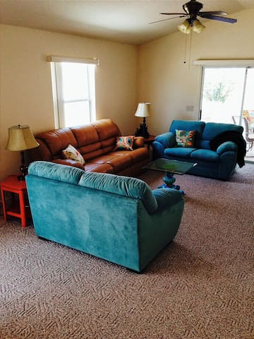 Dog Friendly cozy 2BR relax or play