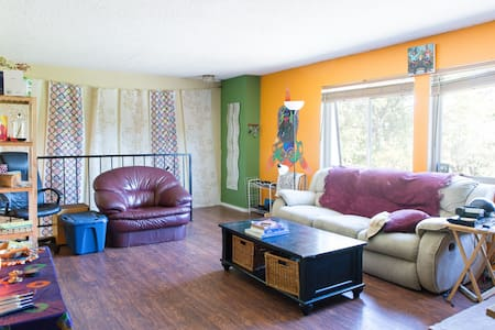Colorful & Loving Denver Condo (Private Room) - Denver