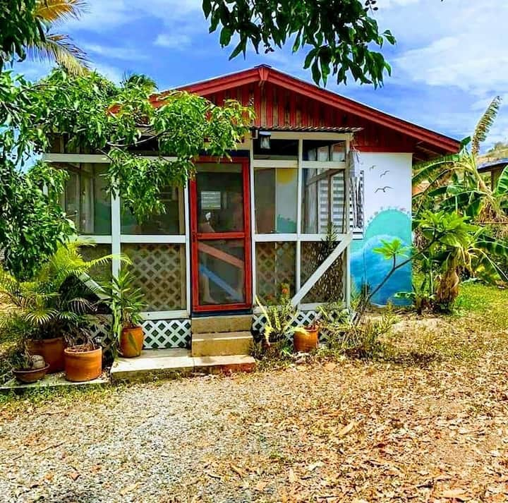 Bright & Airy⭐Beach Cottage Among the  Grove⭐AC⭐Pk