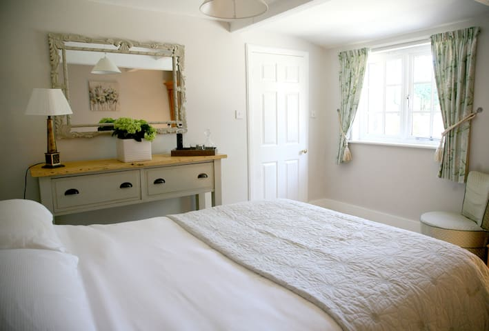 Self catering Courtyard Cottage  - Marlborough - Leilighet