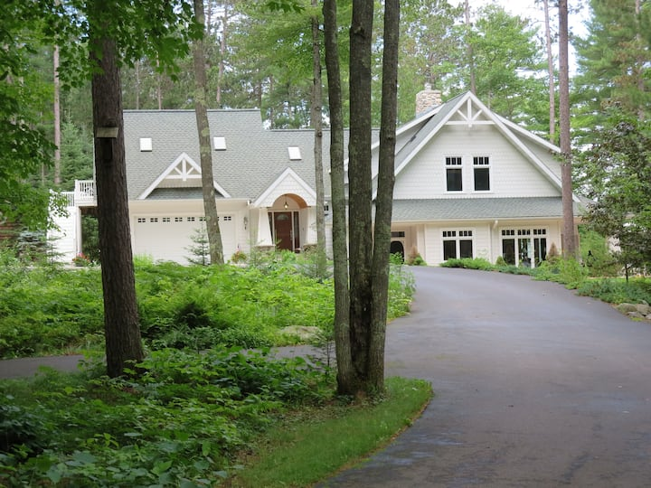 Romantic Northwoods Lakeside Suite on Deer Lake
