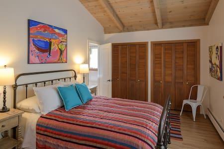 The Pajarito House- Chamisa Private Room
