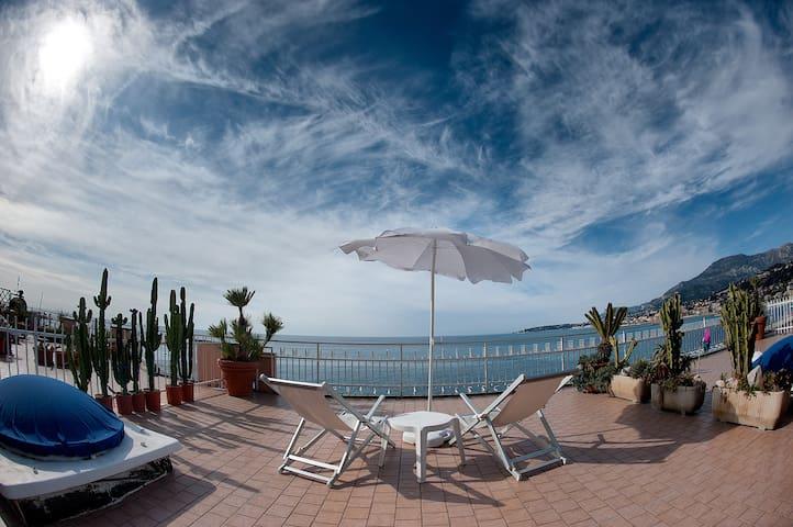 Seafront, Italian/French riviera - Ventimiglia - Leilighet