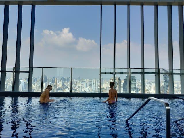 无边泳池 豪华公寓  全套家电 近BTS站 繁华商圈 移动wifi 温馨如家两居室#200/1