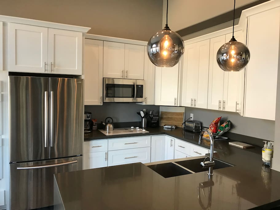 Fully renovated chef's kitchen with double oven