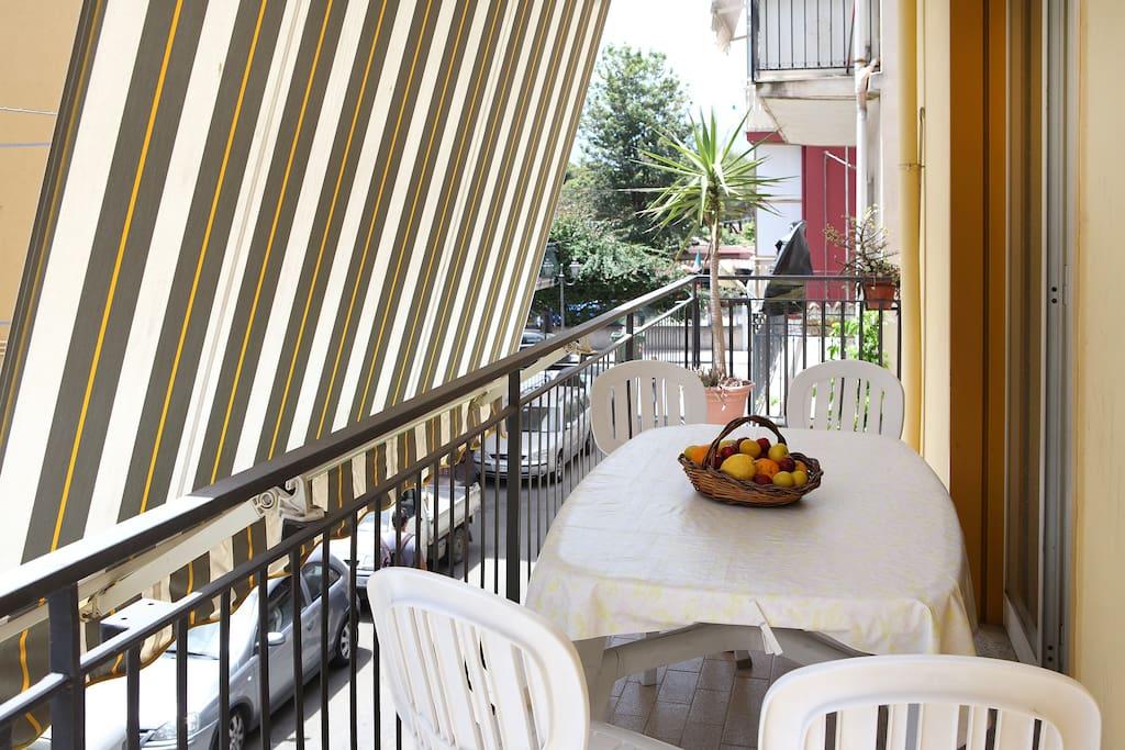 Terrazza tra taormina e l 39 etna e alcantara appartamenti for Foto giardini a terrazza