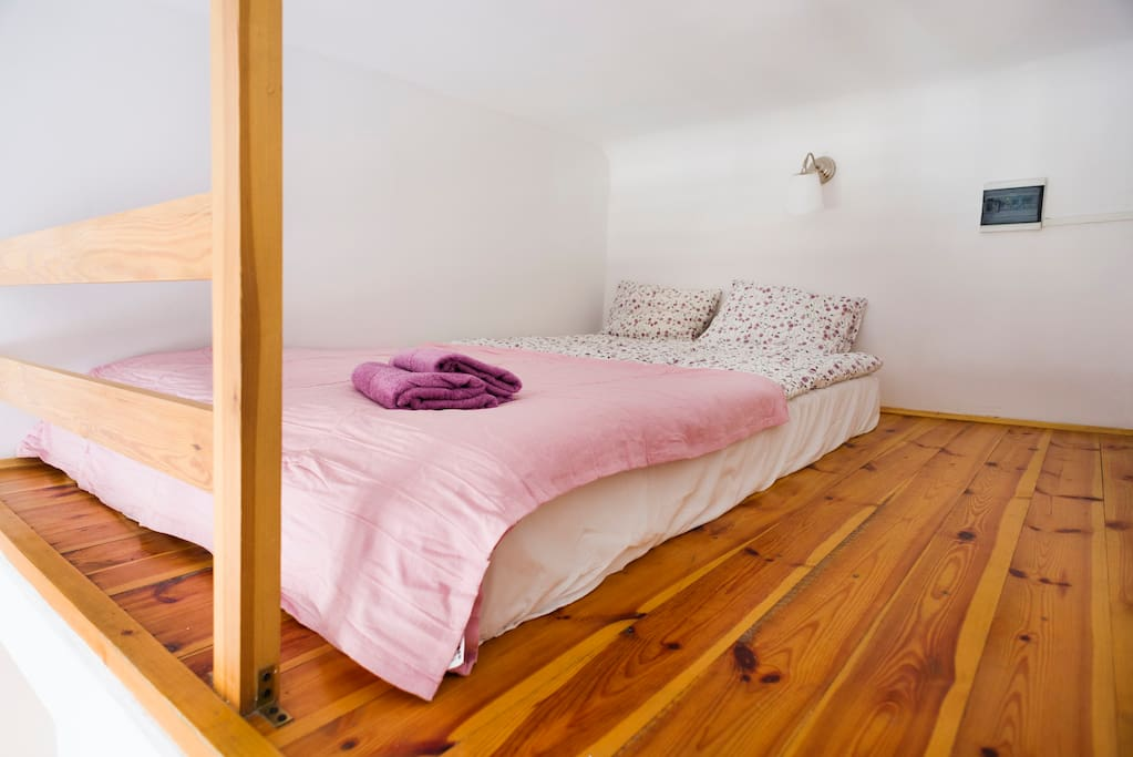 Bedroom an the entresol