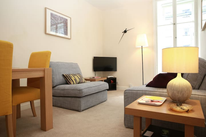 1 bed flat off Royal Mile