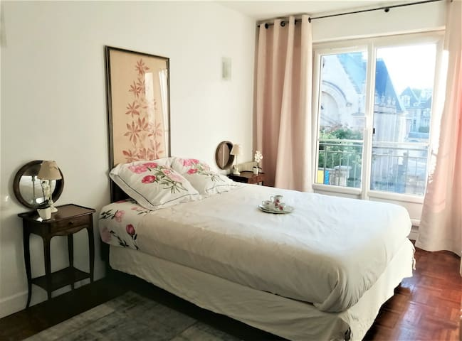 FLAT 50 M2 PRIVATE INDEPENDANT 2MN CANAL ST MARTIN