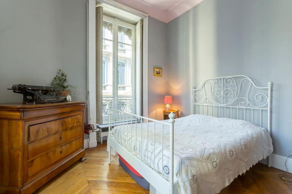chambre dans appart haussmannien appartements louer. Black Bedroom Furniture Sets. Home Design Ideas